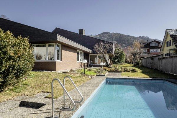 Grosszügige 7-Zimmer-Villa mit Schwimmbad