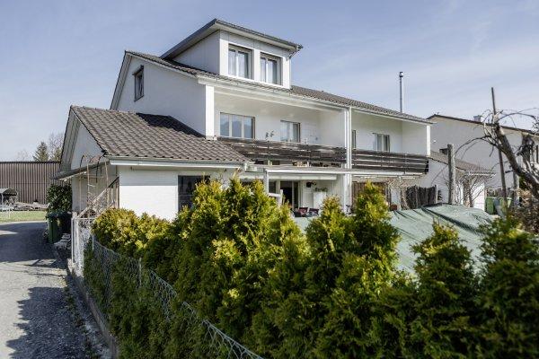 6½-Zi-Doppeleinfamilienhaus mit Schwimmbad