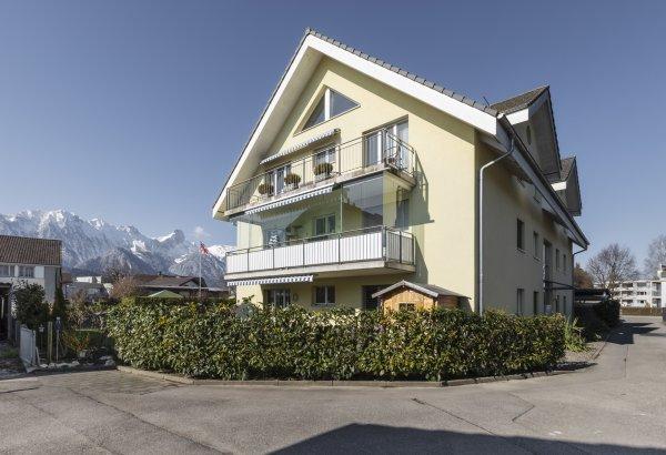 Schöne 4½-Zimmer-Dachwohnung mit Bergsicht